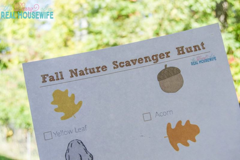 Fun Fall nature scavenger hunt for your toddler